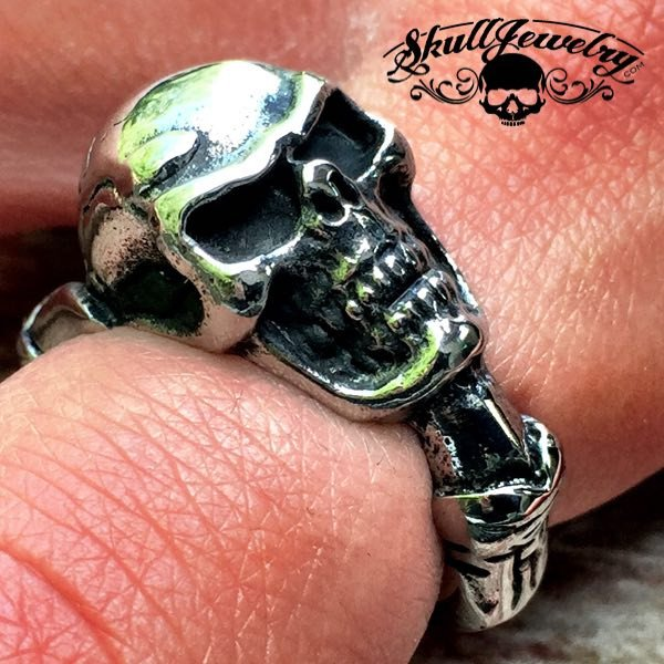 'It Don't Come Easy' Skull Ring with Claw