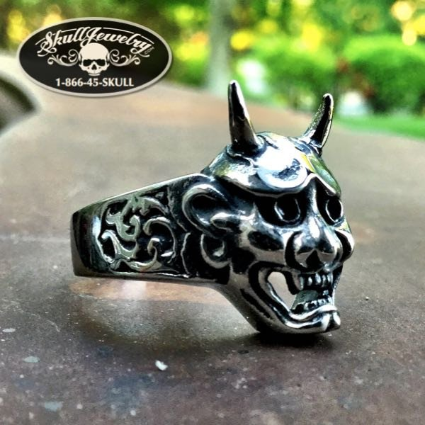 'Shout At The Devil' Skull ring