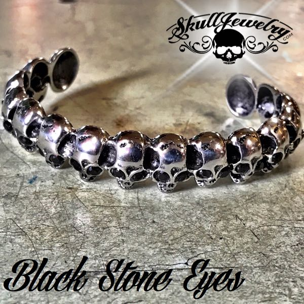 'Black Eyes' Skull Bangle Bracelet (930)