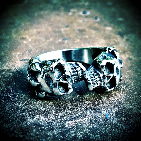 'Double Down' Skull Ring
