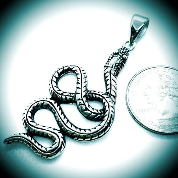 Slow An' Easy - SnakePendant (c006)