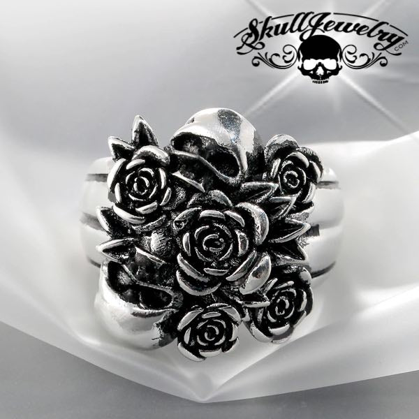 bundle of roses with two skulls ring