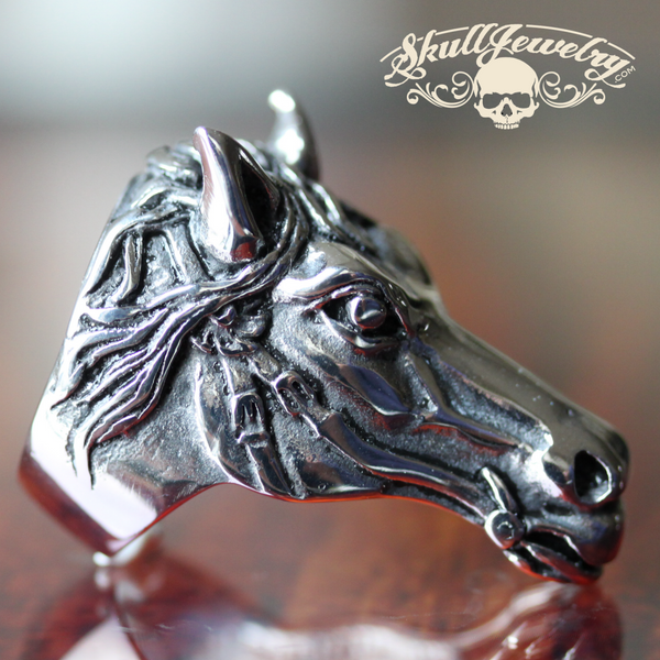 Triple Crown 'Justify' Horse Ring (541)