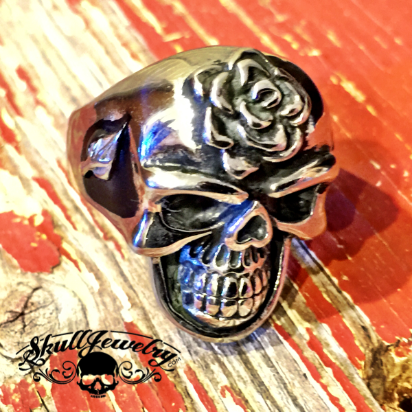 'Love Hurts' Skull Ring - Rose on the Forehead and Leaves on the Sides