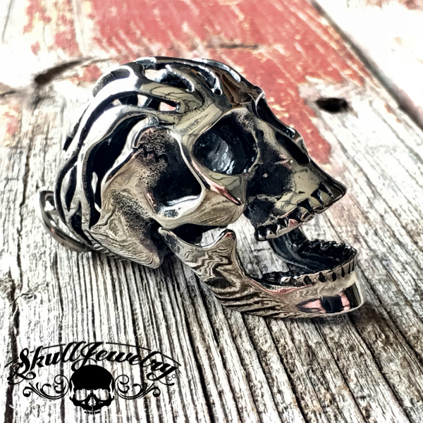 'Life In The Fast Lane' Moving Jaw Skull Pendant (p002)