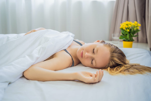 Is It Better to Sleep Without a Pillow: The Benefits