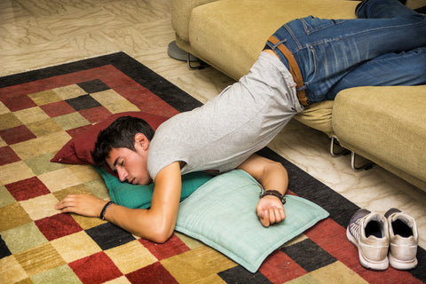 How to Sleep on the Floor – The 5 Top Tips to Follow