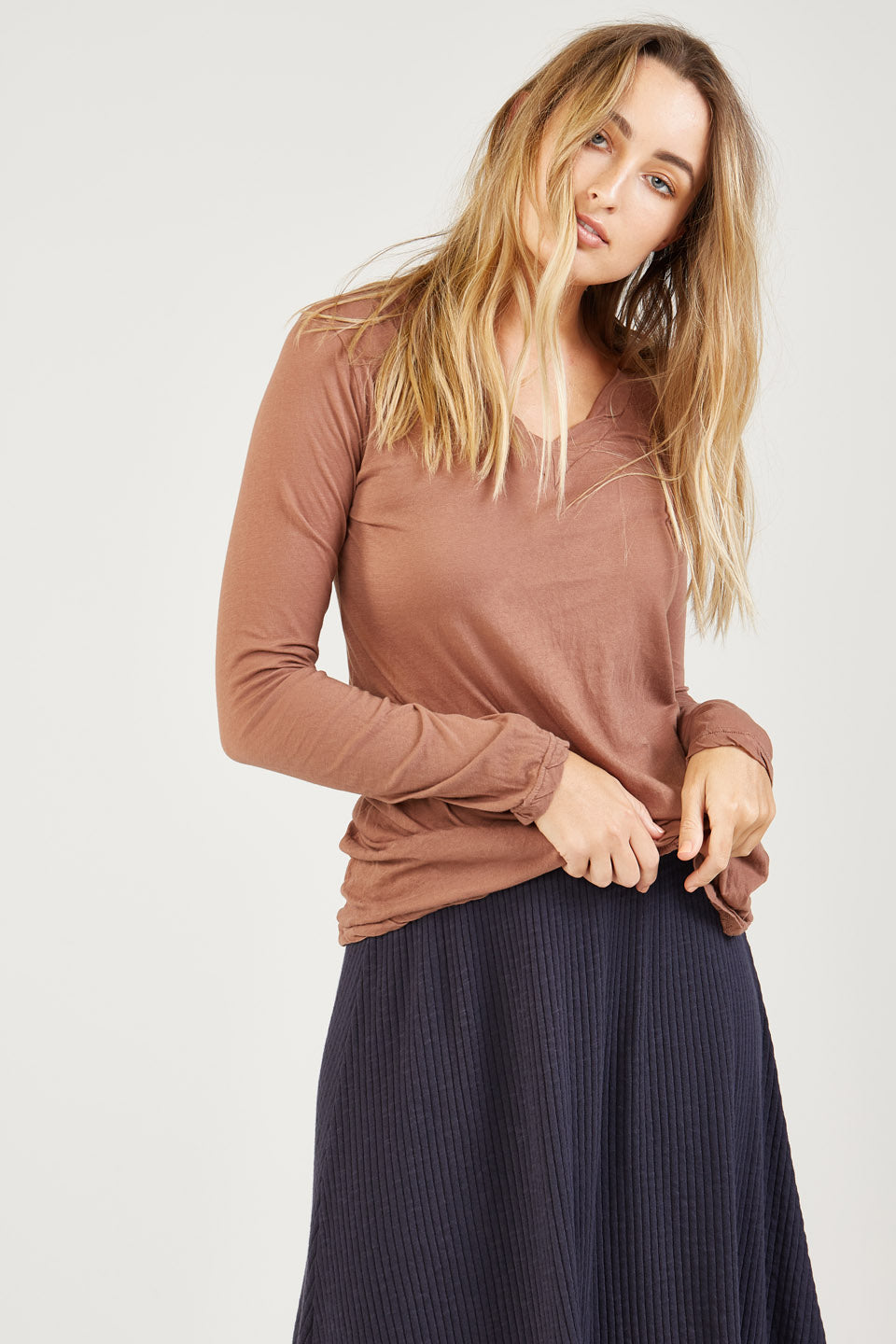 BASIC V NECK - CINNAMON