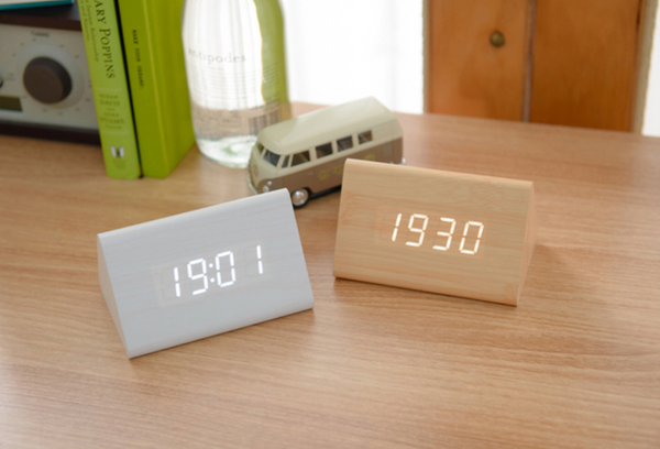 Simple wood table clock 343