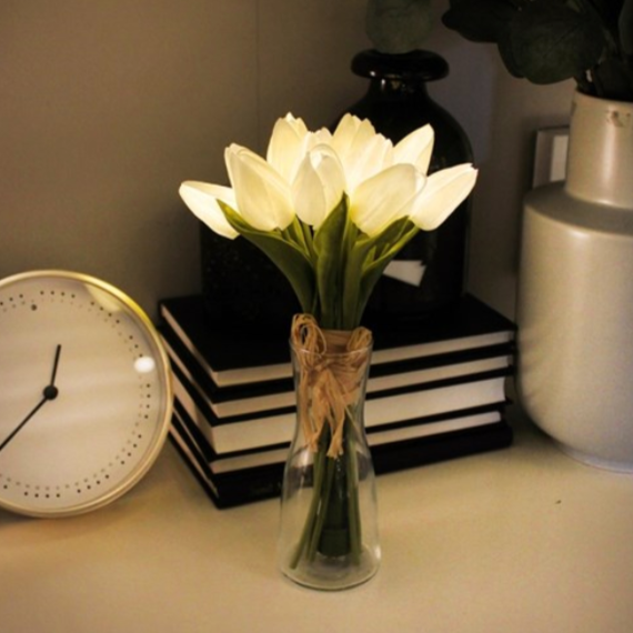 White tulip bouquet light 438