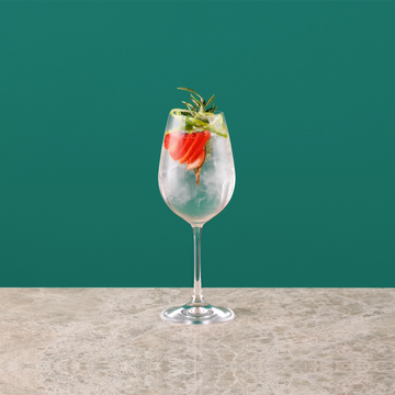 elegant-non-alcoholic-cocktail-gin-strawberry-gintonic-gin-and-tonic