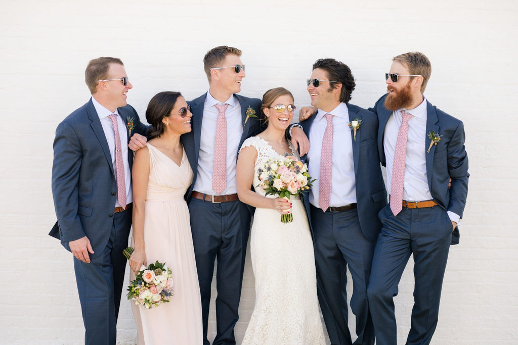 How to Choose the Best Wedding Sunglasses: Party Favors & Bridal Wear