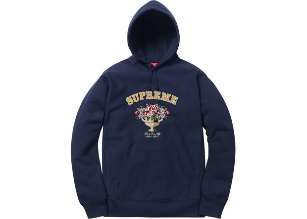 Navy Supreme Centerpiece Hooded Sweatshirt (Size M) - KicksOnABudget