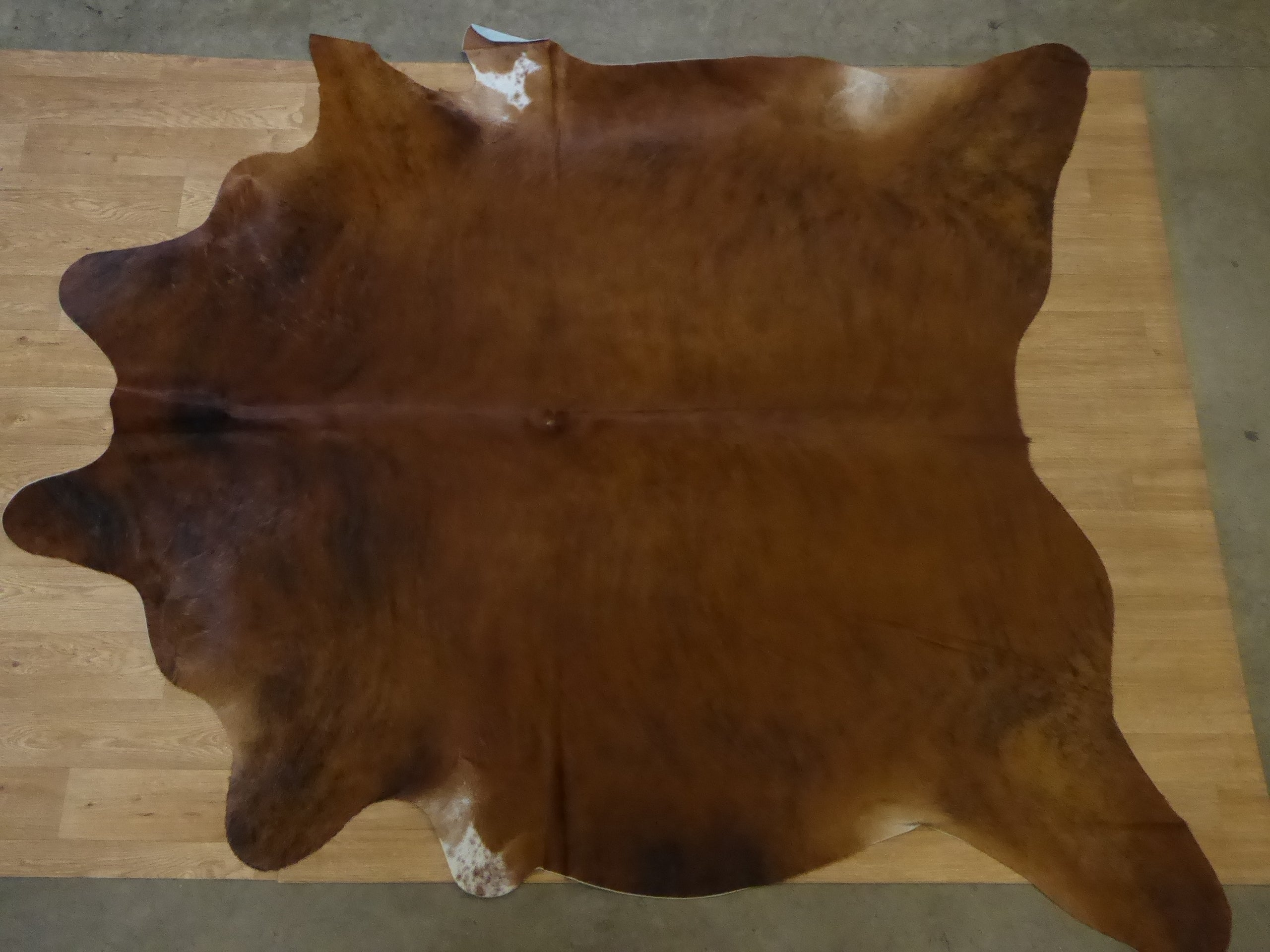 Natural Hair On Cow Hide : This Hide Is Perfect For Wall Hanging, Leather Rugs, Leather Bags & Leather Accessories (pic code 1010992)