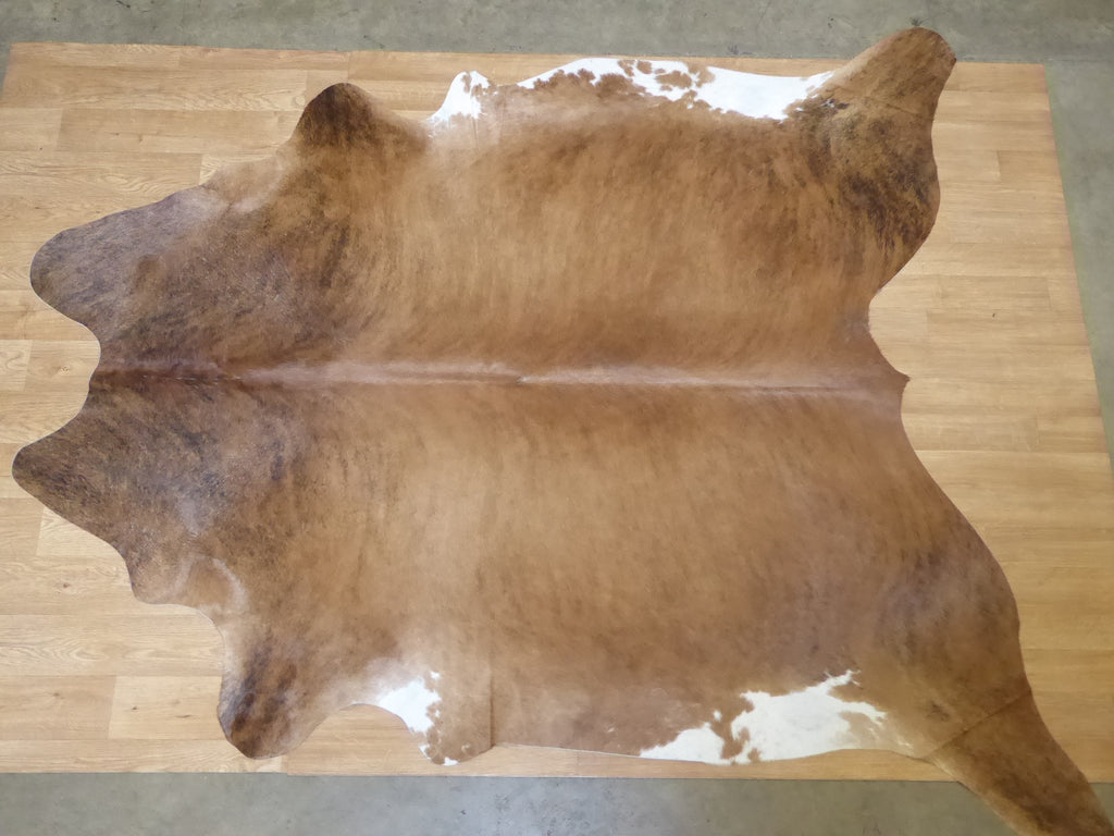Natural Hair On Cow Hide :This Hide Is Perfect For Wall Hanging, Leather Rugs, Leather Bags & Leather Accessories (pic code 1020009)