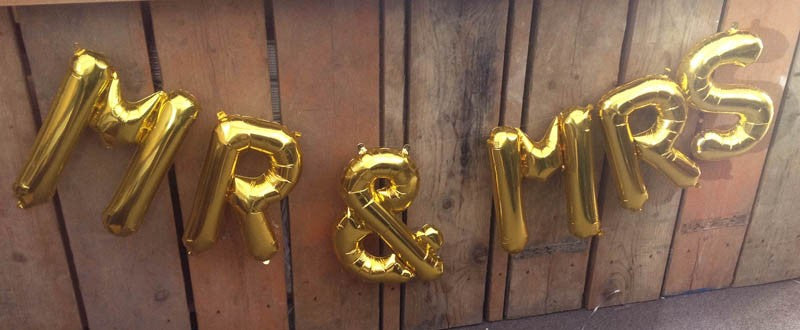 "'MR & MRS' 16"" Foil Mini Letters Garland - Perfect for Weddings!"