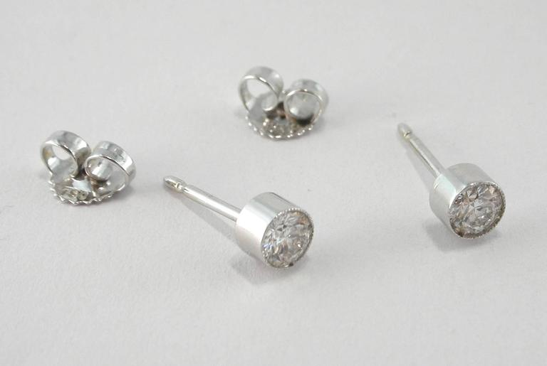 Jona White Diamond Single Stone 18k White Gold Stud Earrings In New Condition For Sale In Torino IT