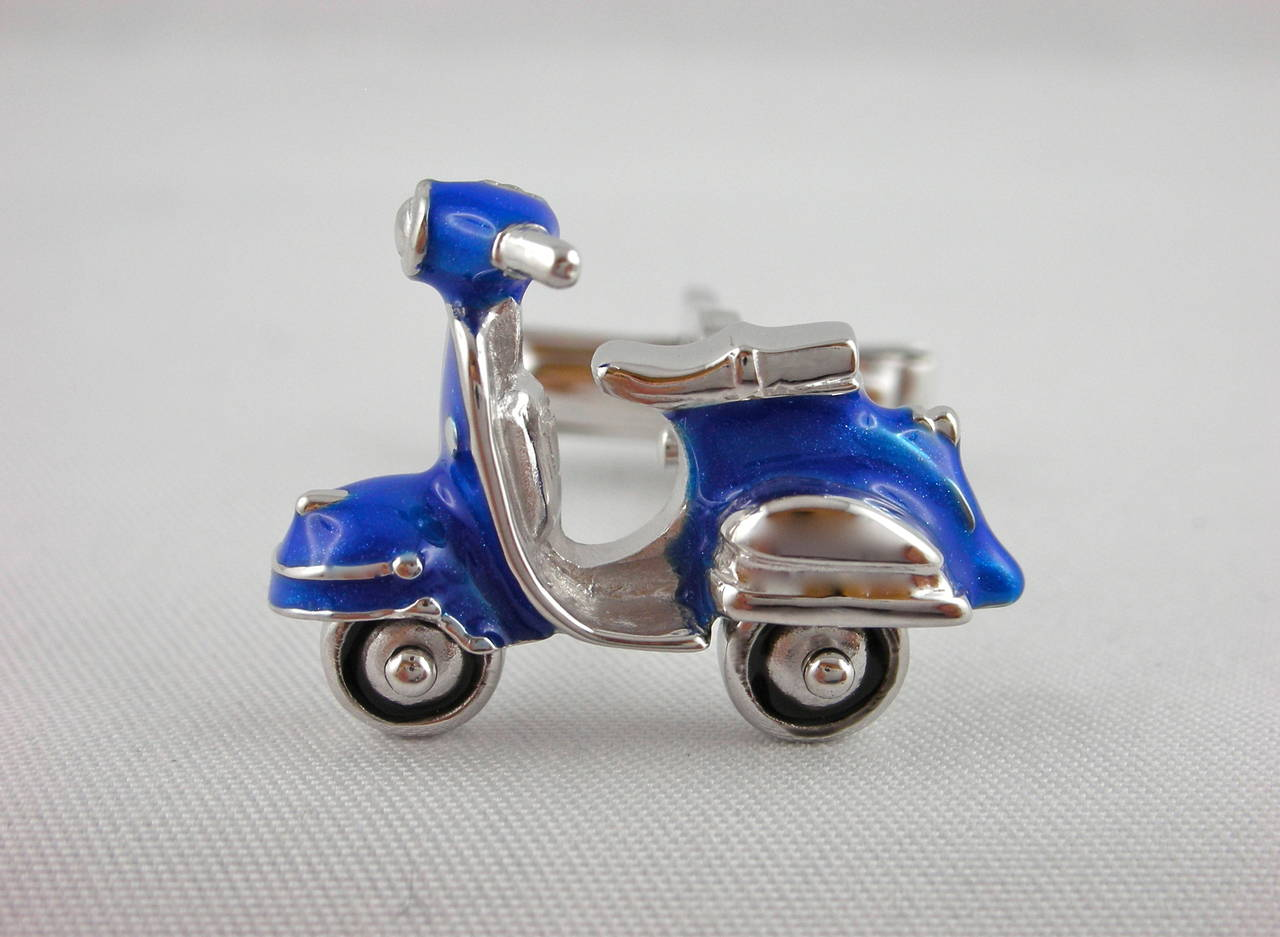 Jona Enamel Silver Scooter Cufflinks In New Condition For Sale In Torino IT