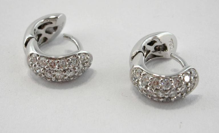 Jona White Diamond Pavé 18 Karat White Gold Small Hoop Earrings In New Condition For Sale In Torino IT