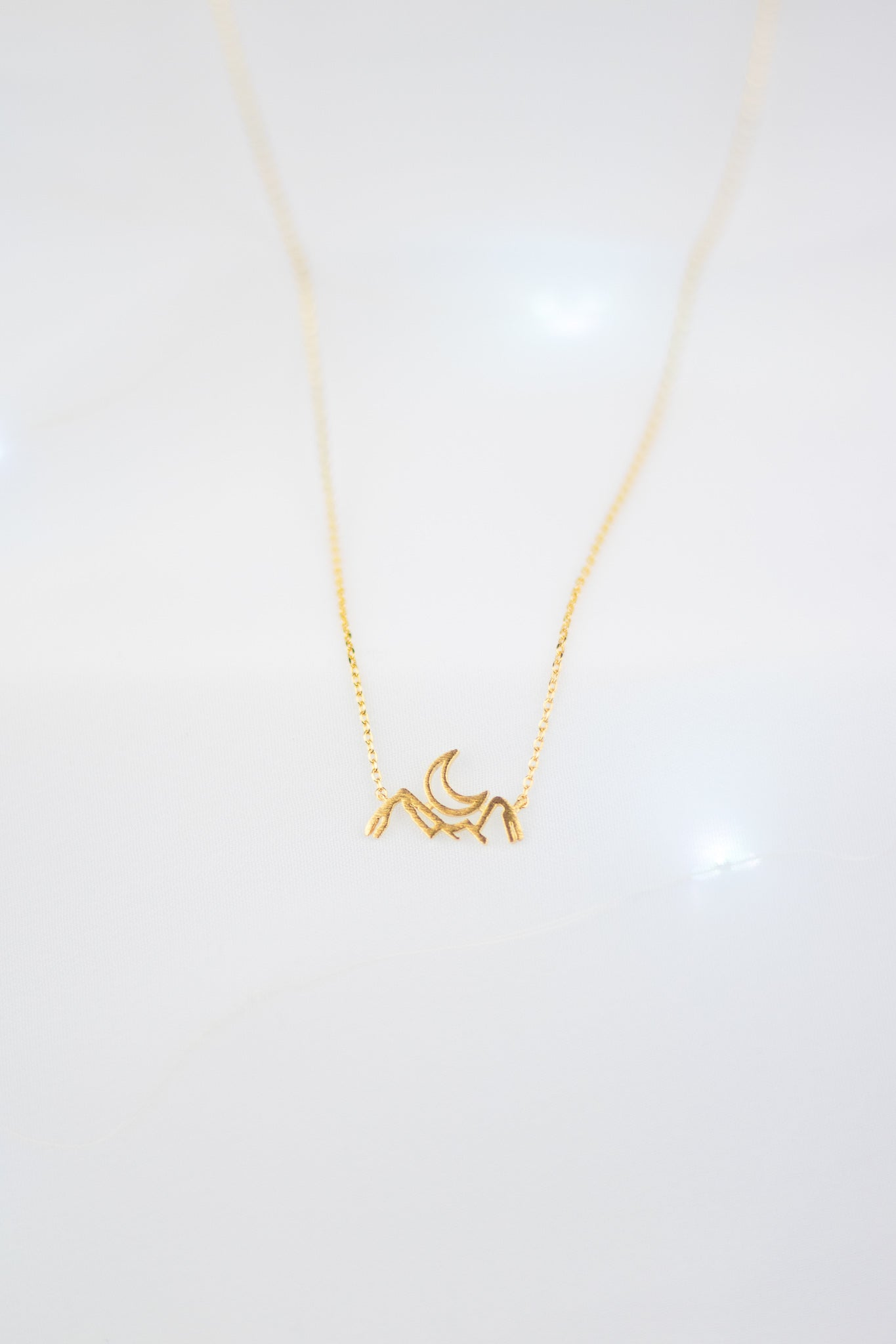 GOLD MOUNTAIN OUTLINE NECKLACE