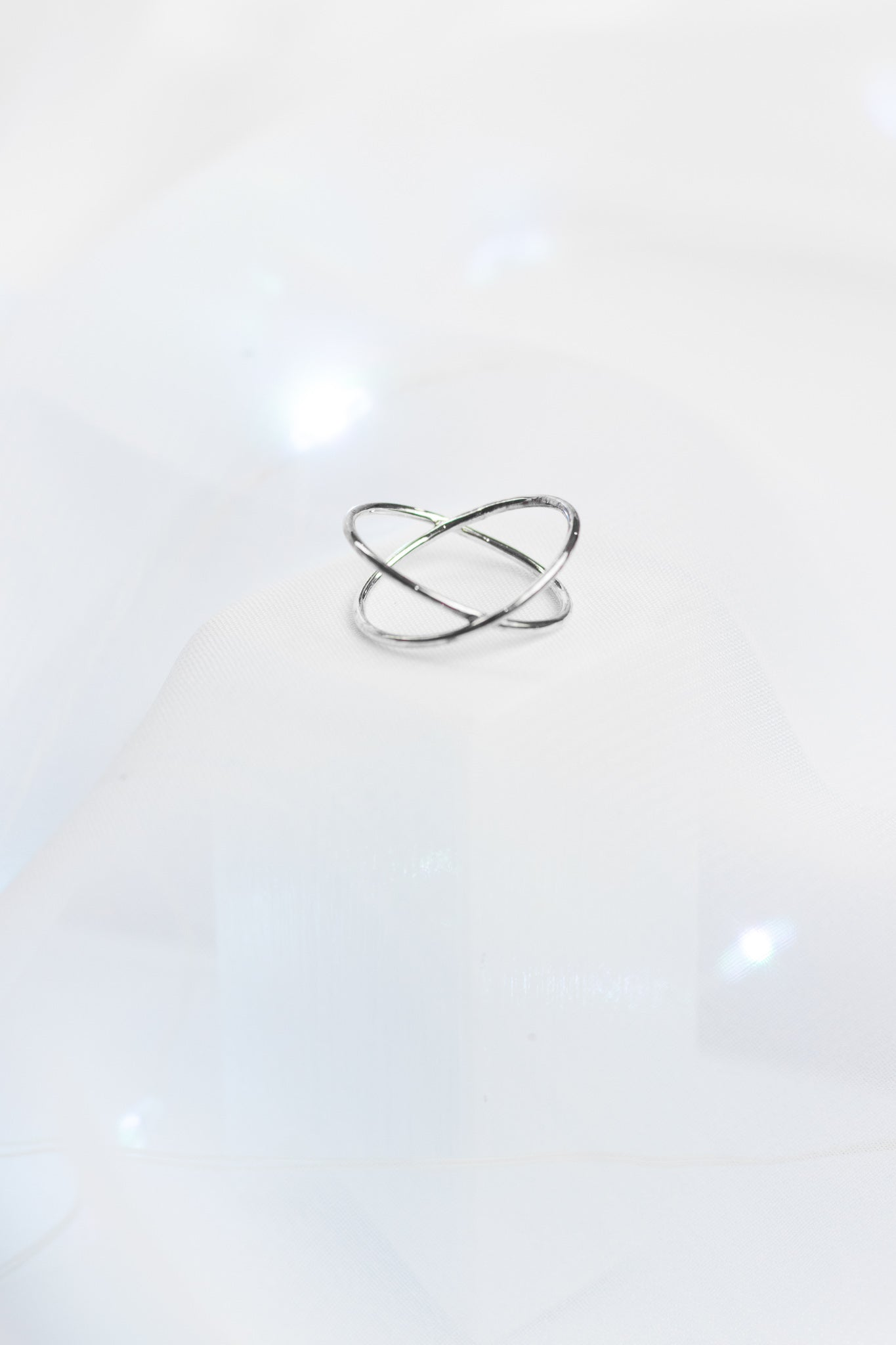 SILVER STAR CROSSED RING