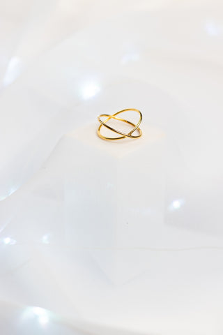 GOLD STAR CROSSED RING (14K)