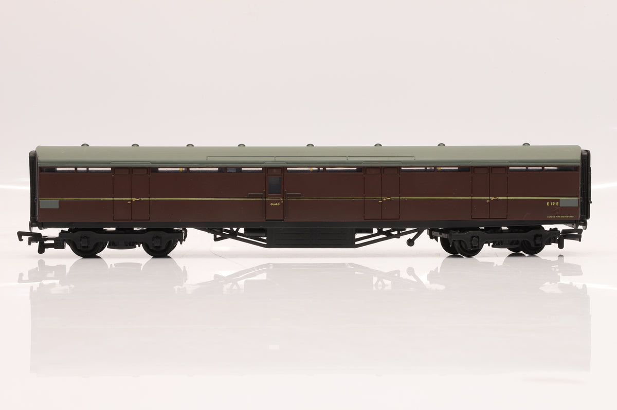 Bachmann OO Pair of Thompson BG Full Brake Coaches Inc. 34-652B BR Blue (Weathered) & 34-650 BR Maroon