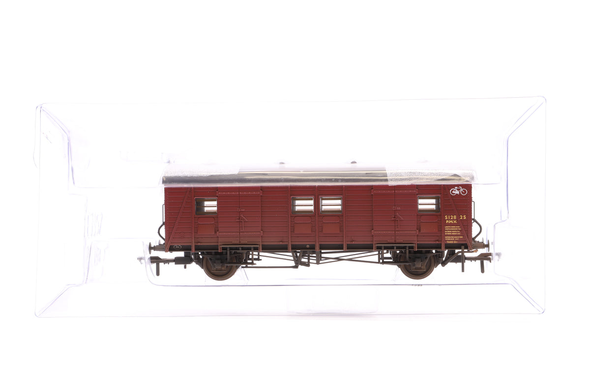 Bachmann OO 39-526Z Ex-Southern PMV Cycle Van BR Crimson, Excl. for TMC, TMC Weathered