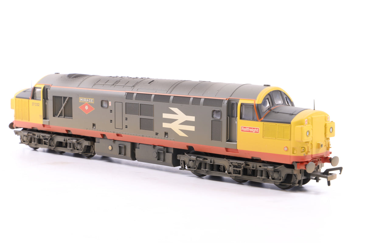 Bachmann OO 32-775SD Class 37/0 37032 'Mirage' BR Railfreight Red Stripe, Regional exc. Model, Weathered