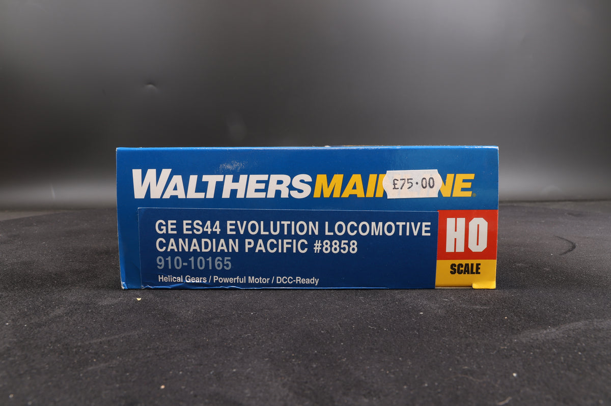 Walthers HO GE ES44 Evolution Loco Canadian Pacific #8858 910-10165