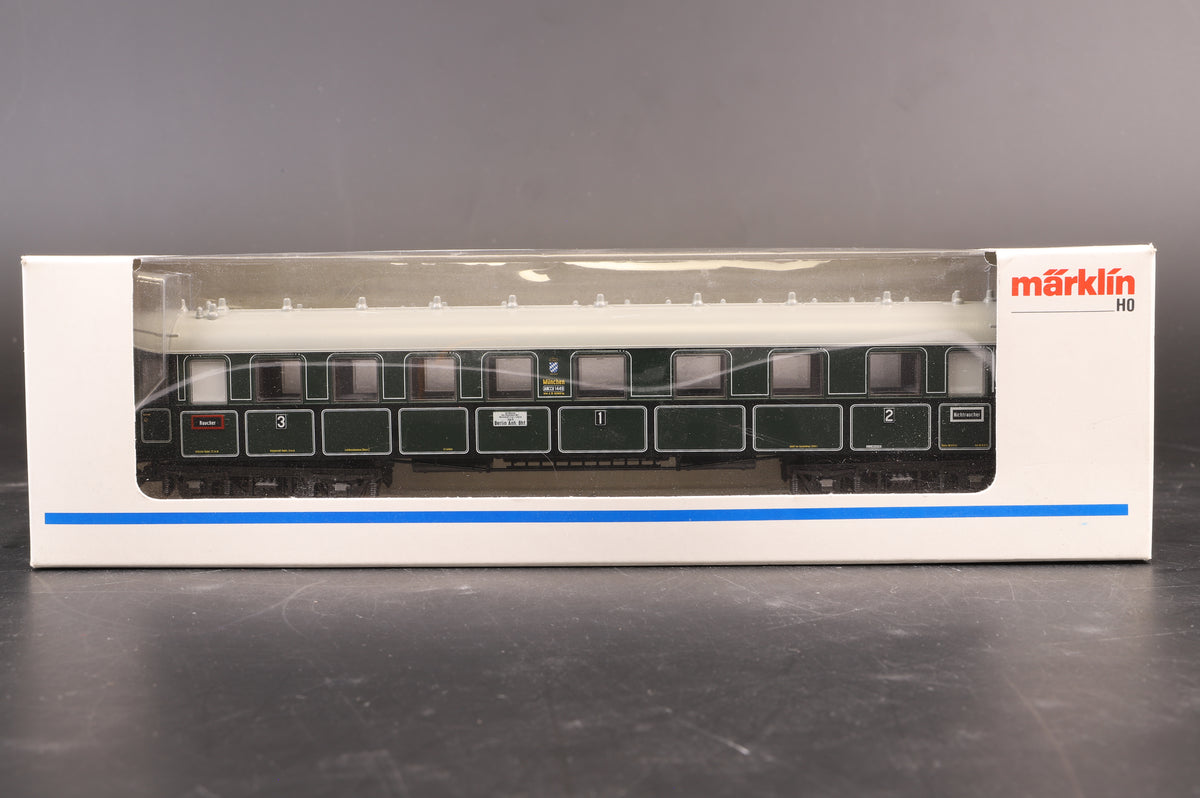Marklin HO Rake of 5 K.Bay.Sts.B Coaches, Inc 41371, 2 x 41361 & 2 x 41351