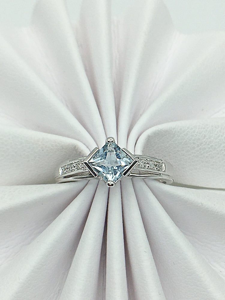 10K White Gold Aquamarine & Diamond Ring