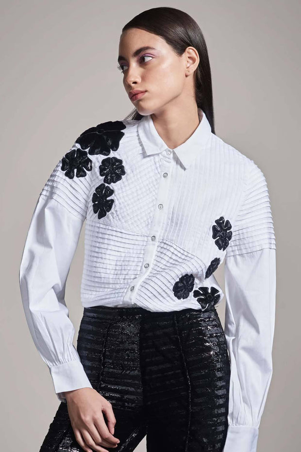 WHITE SHIRT WITH BLACK VELVET FLOWER APPLIQUÉ - MellowDrama