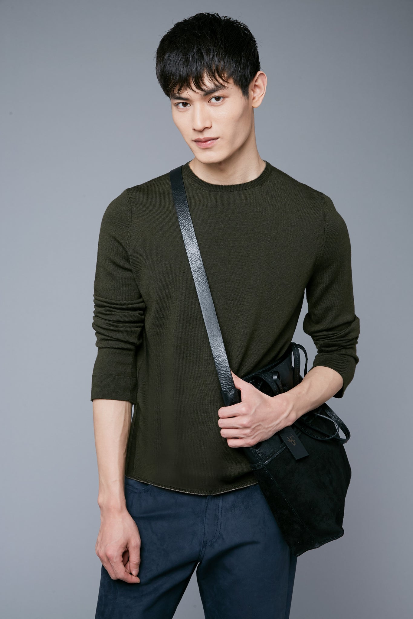 2nd Mood View: Model Qiang Li wearing Long Sleeve Sweater Tee
