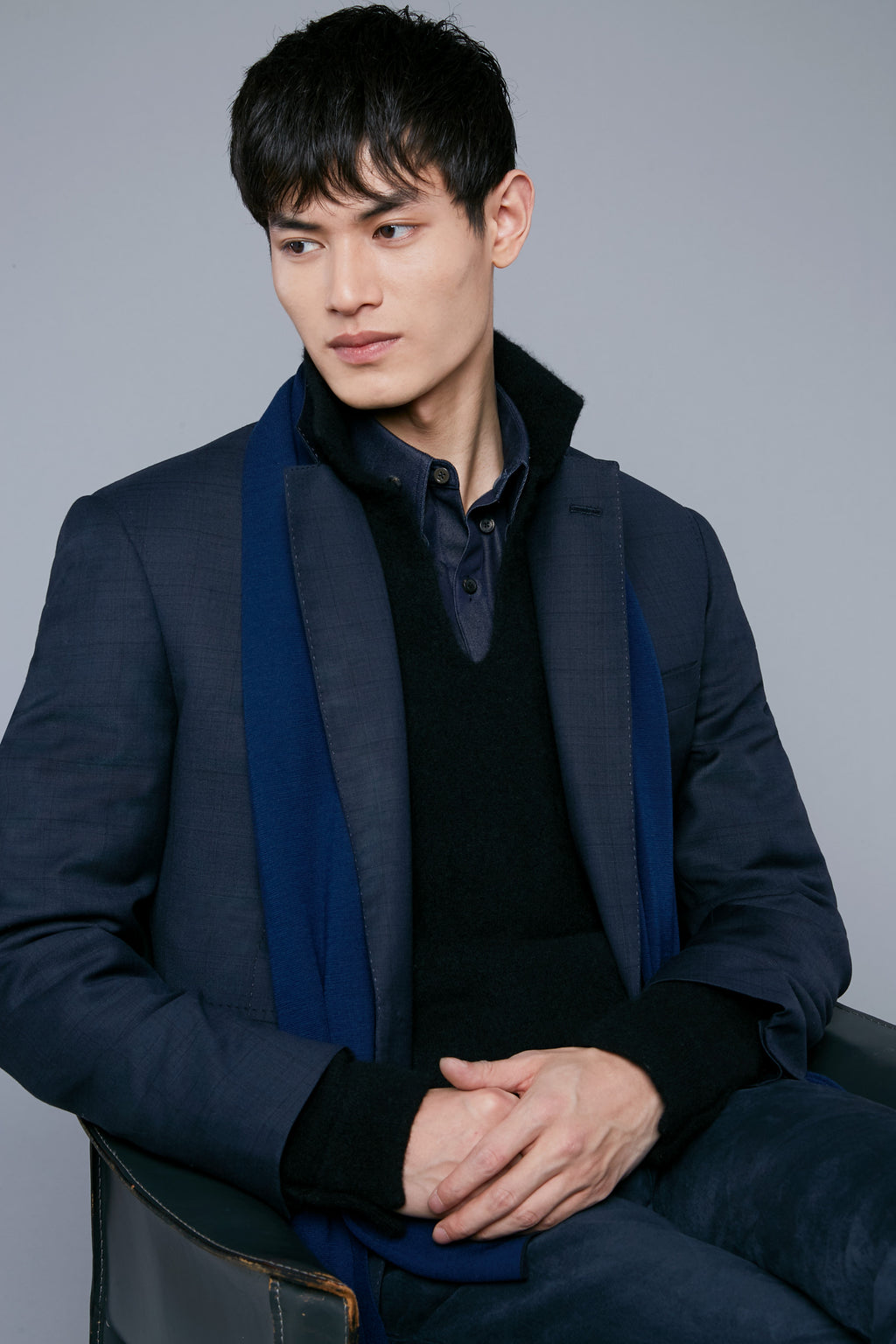 Mood View: Model Qiang Li wearing Notch Lapel Jacket