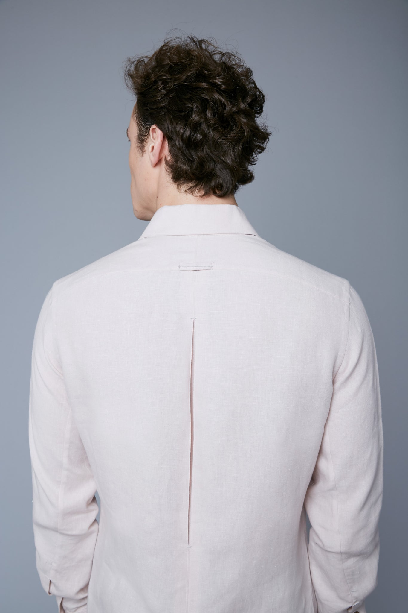 Detail View: Model Hans Weiner wearing Linen Greenwhich Shirt
