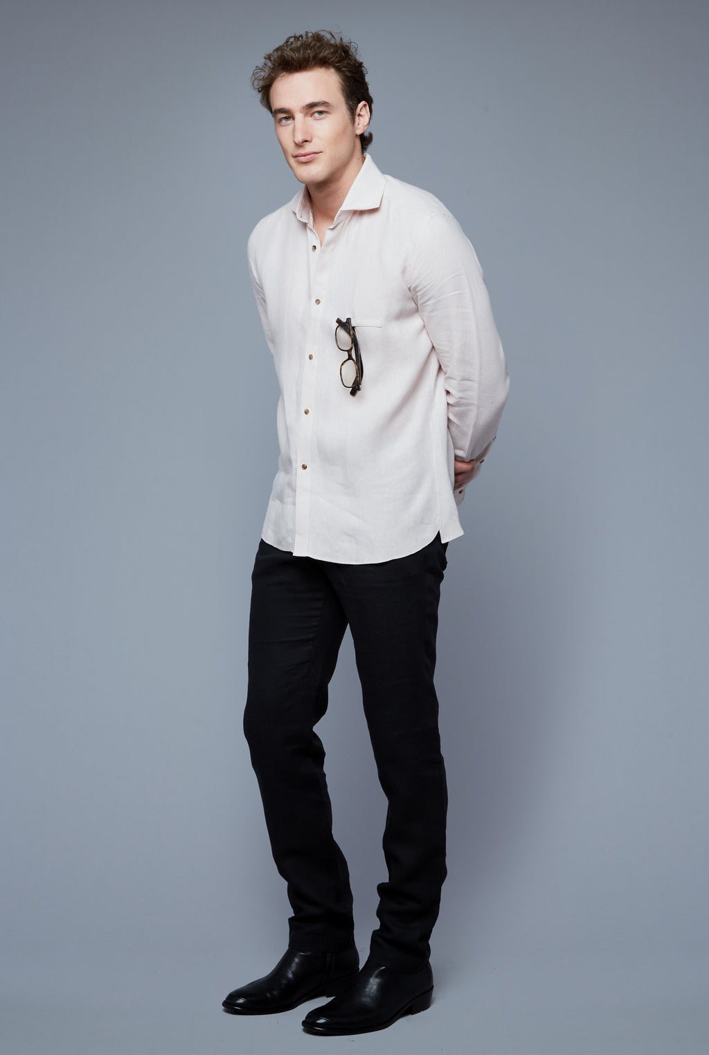 Three Quarter View: Model Hans Weiner wearing Linen Greenwhich Shirt