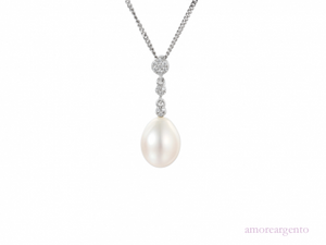 A Vintage Inspired Pearl Necklace.