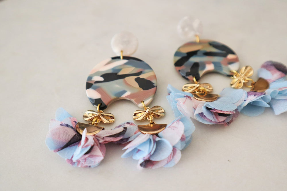 Camouflage statement earrings with flowers