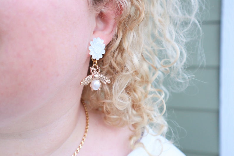 Pearly bee earrings