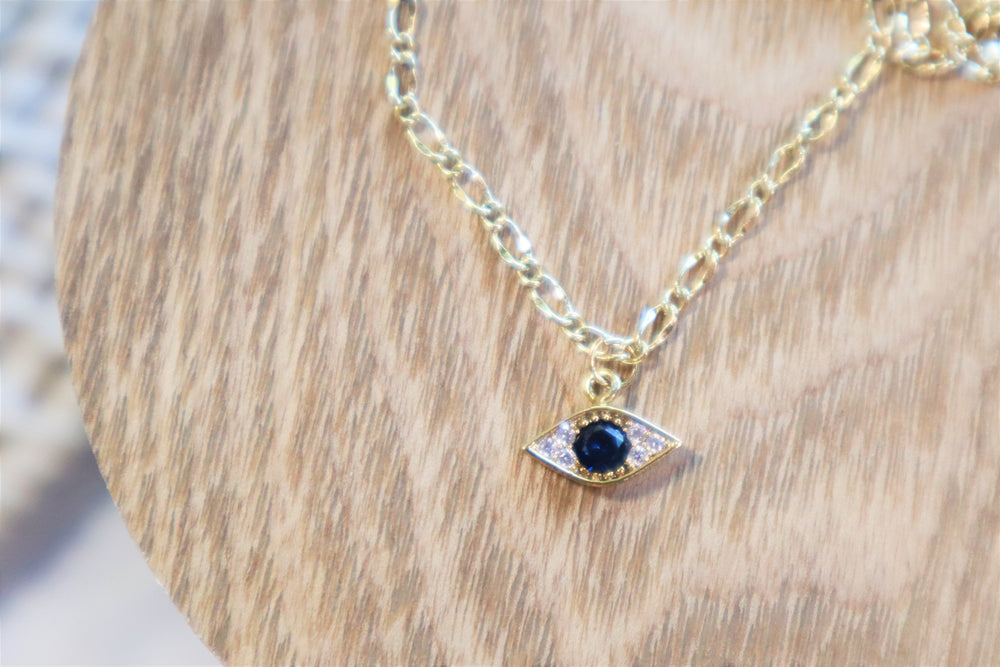 Delicate eye necklace