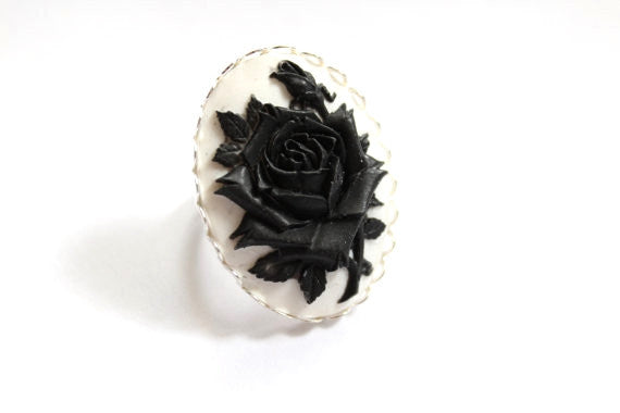 Rose Cameo Ring - Black & White