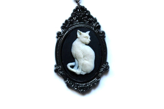 Cat Cameo Necklace - Ivory