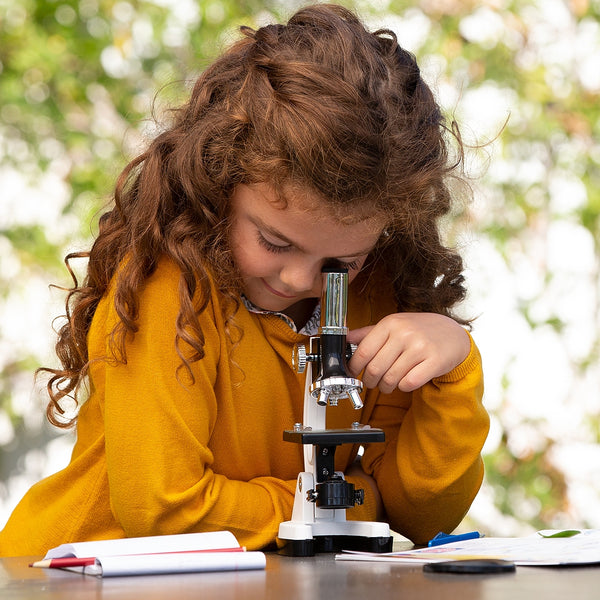 Babygirl-looking-beginner-microscope