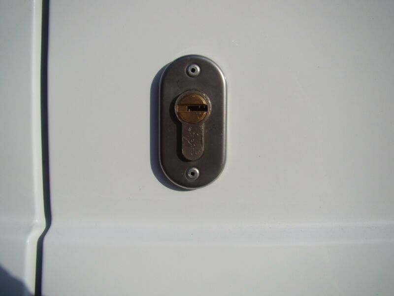 Ford Transit MK6/MK7 (2000 - 2013) Dead Locks ISEO R6 (2 Door Pack) Side + Rear