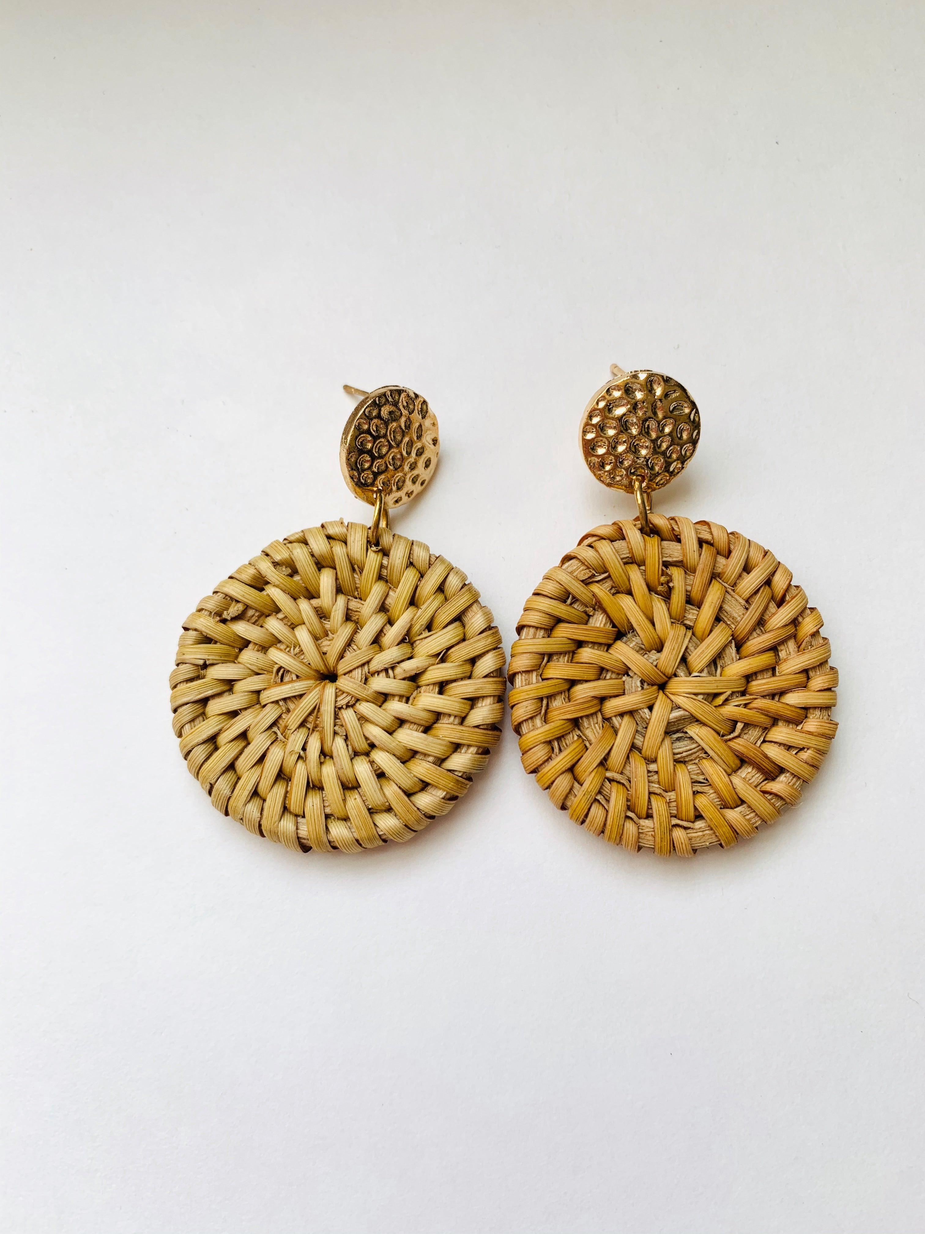Lawrence in Wicker and hammered gold
