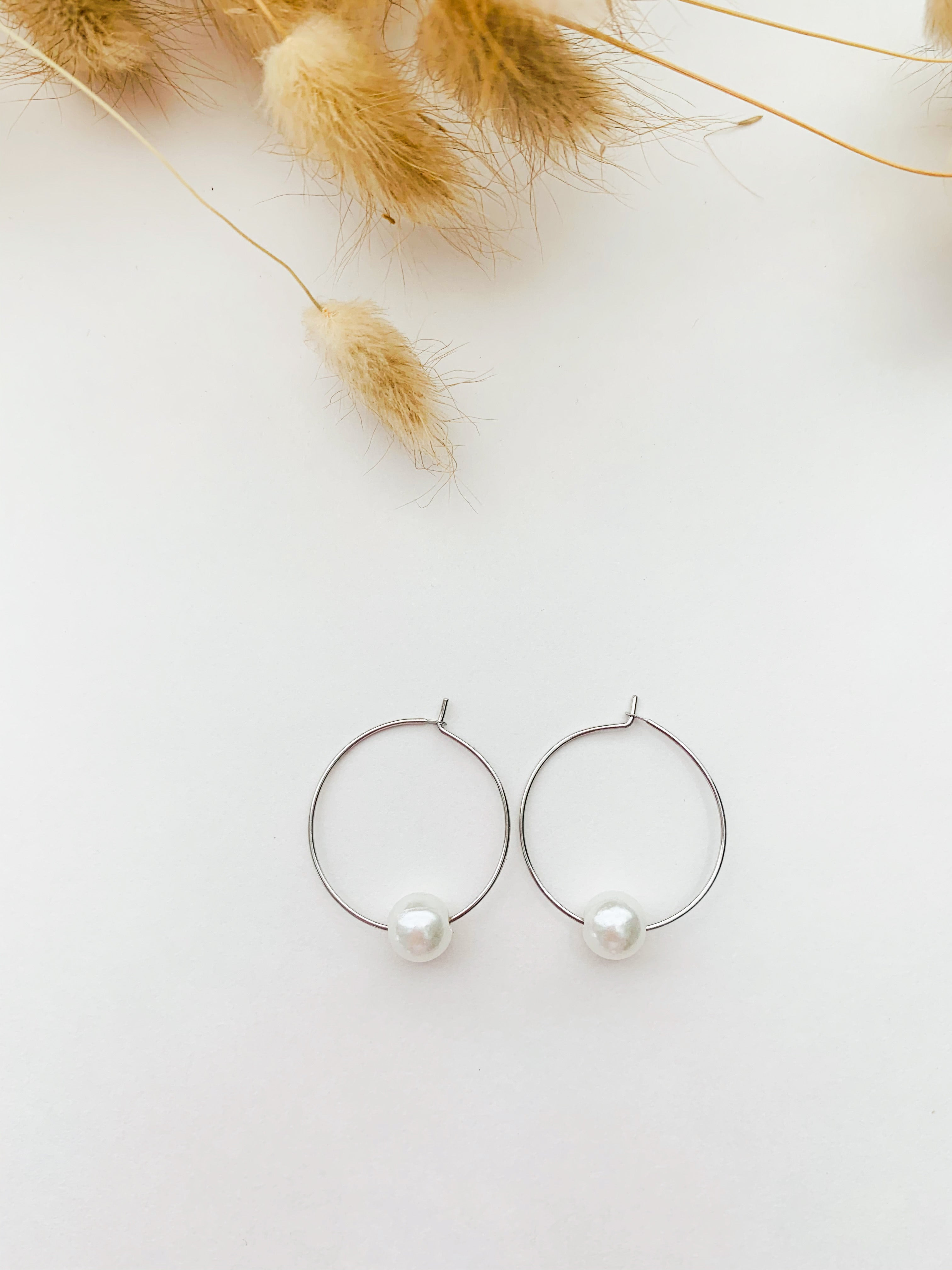 mini dona one pearl hoops