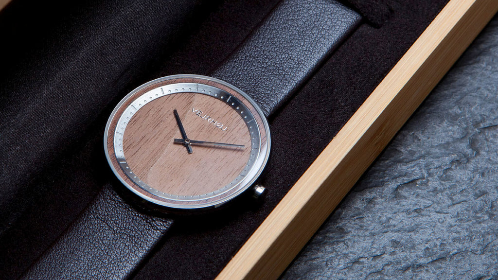 minimalistic wood watch