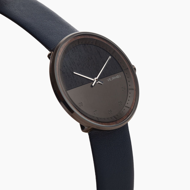 The GUN - VEJRHØJ wood watch