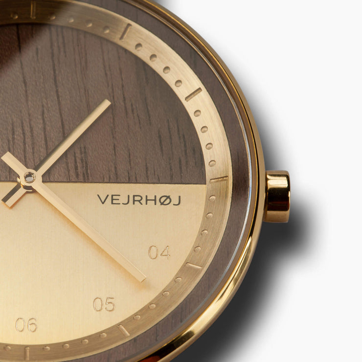 VEJRHØJ - Walnut Wood - The Gold Wooden Watch - close up